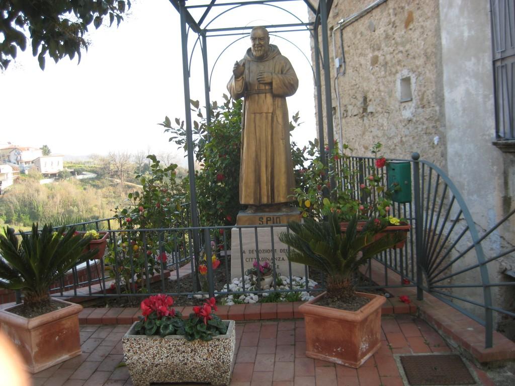 Il piccolo giardino di padre Pio, curato da Elisa D'Aiuto