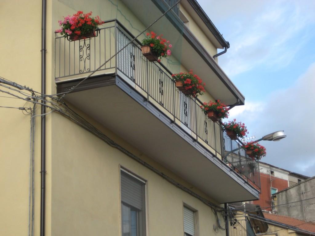 La balconata in fiore di Flora Rizzo