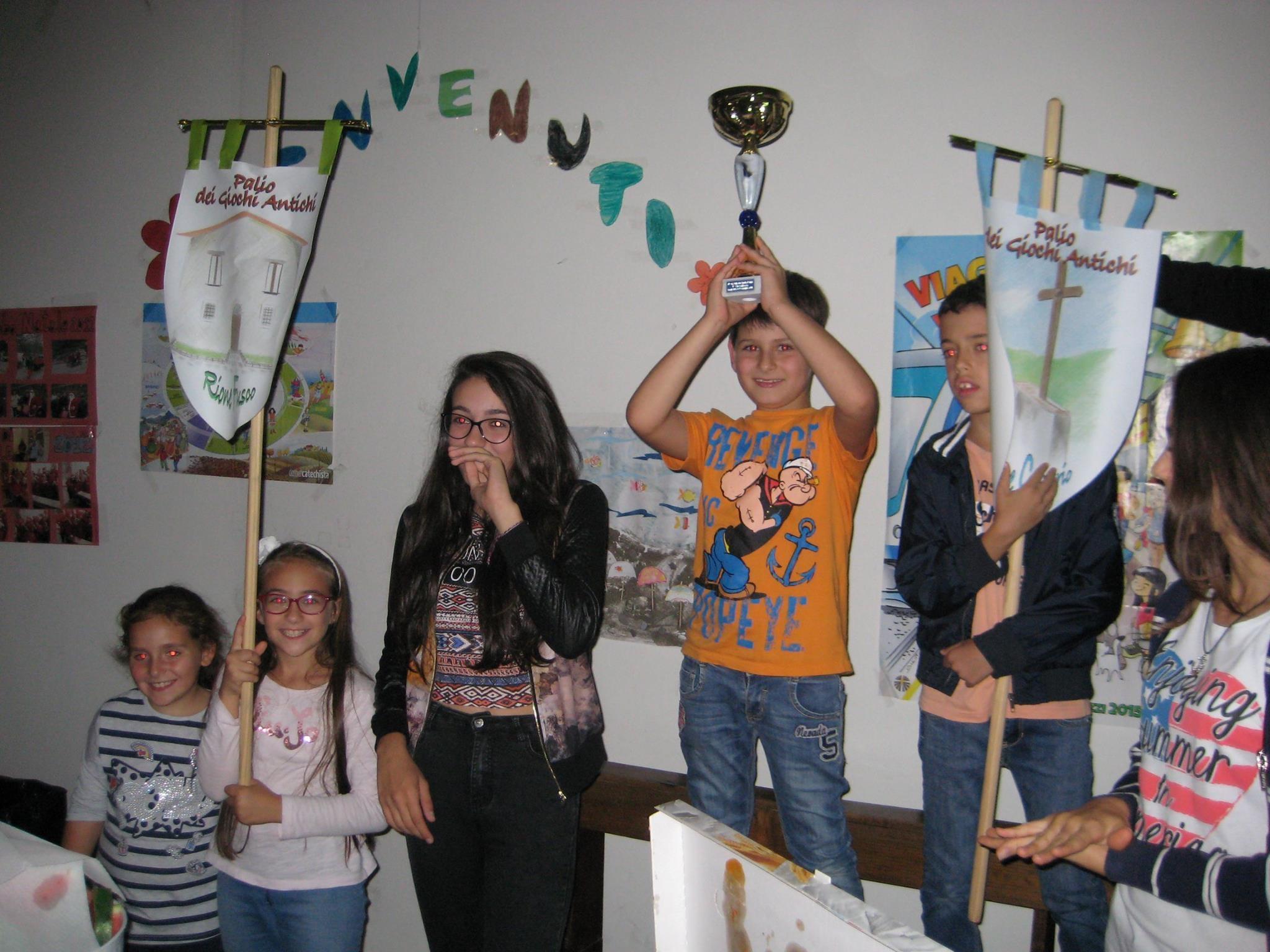 """I rioni """"Fusco"""" e """"Calvario"""" festeggiano la vittoria del 4° Palio dei giochi antichi - edizione 2016"""