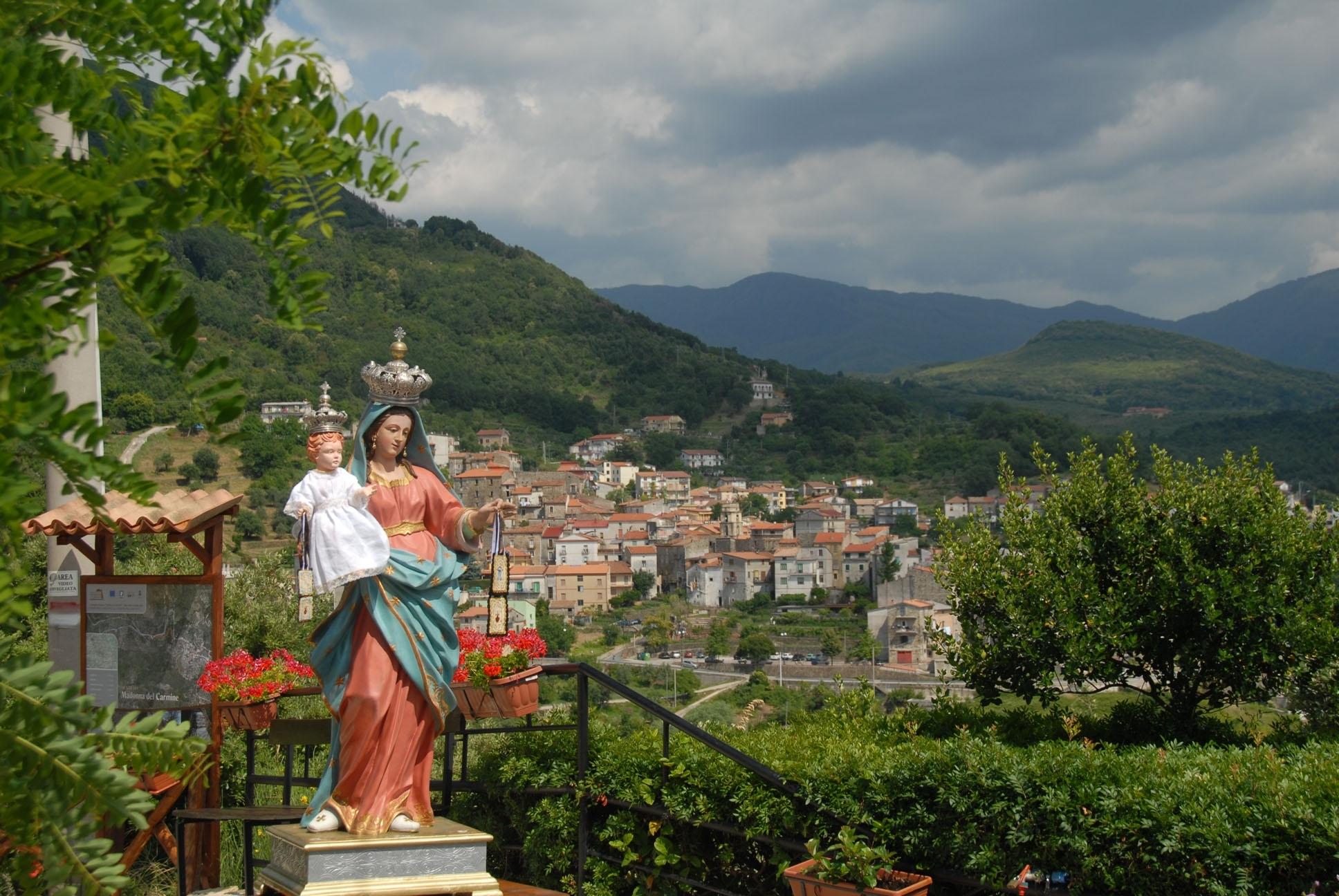 Madonna del Carmine con il borgo di Cardile
